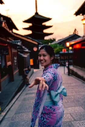 Asian Woman (travel advisor) Invites to Temples and vacation deals
